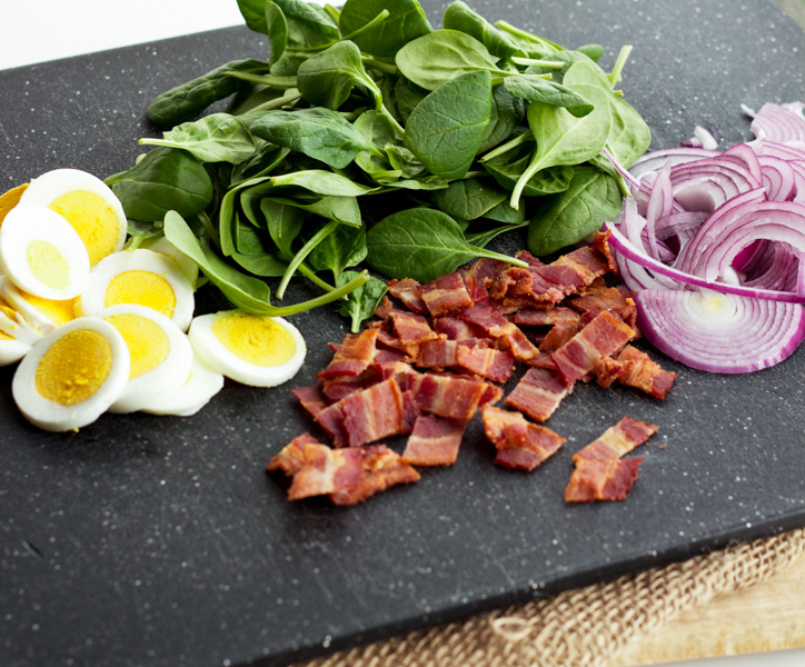 Spinach, Bacon & Egg Salad With Red Onion & Red Wine Vinegar Dressing l wanderingroot.com