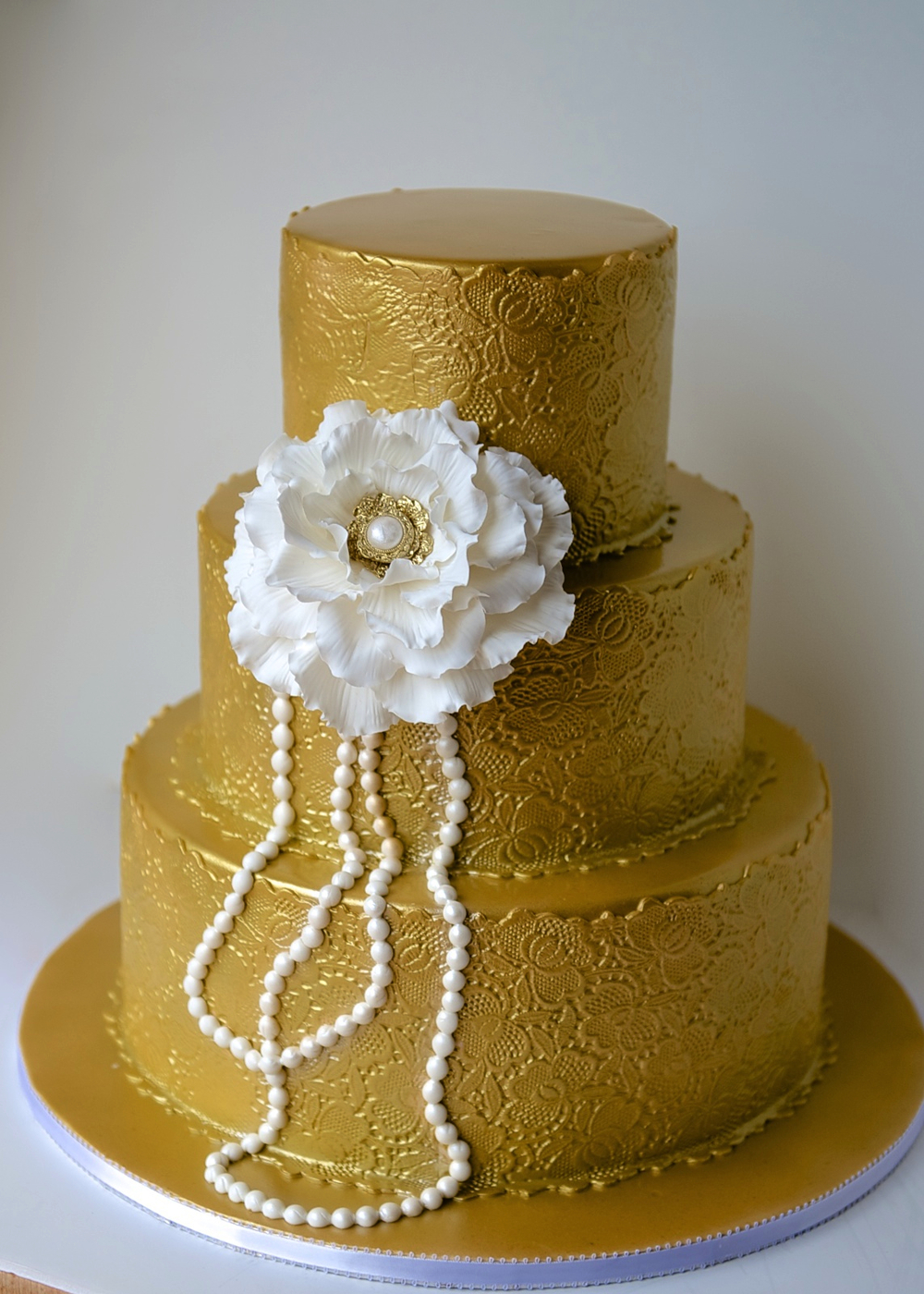 peony_gold_cake.jpg
