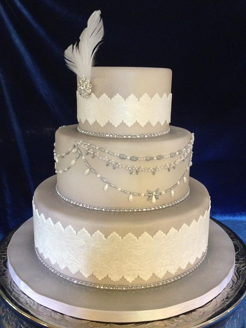 Gatsby-inspired wedding cake from Cakes by Linda (www.cakesbylinda.com)