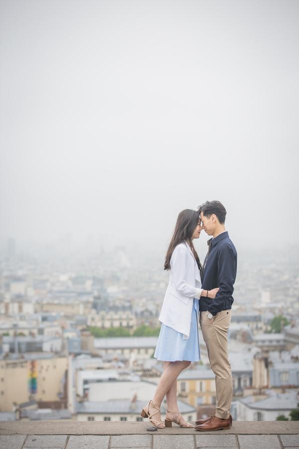 Wang_Wang_ParisPhotographerPierre_engagementmontmartre1_low.jpg