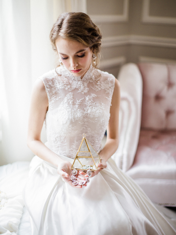 PearlHsiehPhotographyLLC_PearlHsiehcom_FrenchBridalStyle014_low.jpg