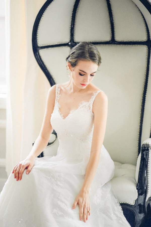 PearlHsiehPhotographyLLC_PearlHsiehcom_FrenchBridalStyle085_low.jpg