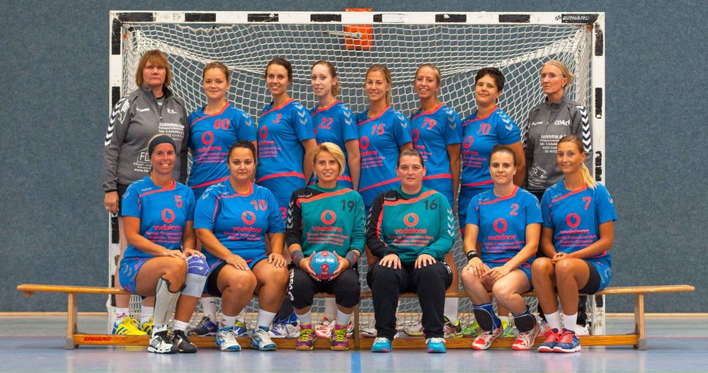 Die Landesligamannschaft der Saison 2016/17 (hinten v.l.): Brigitte Suchland, Hanna Frühauf, Pia Honnerath, Mayra Janssen, Melanie Pernau, Bettina Bracun, Nadine Schulda, Esther Kurth (Trainerin); (vorne v.l.): Silke Drechsler, Laura Posteraro, Assunta Huang, Nicole Spiller, Meike Dornbach, Melina Hahn; Es fehlen: Paola Vladimirov, Sandra Ribbe, Petra Schütz, Christina Belt, Lea Wenzel