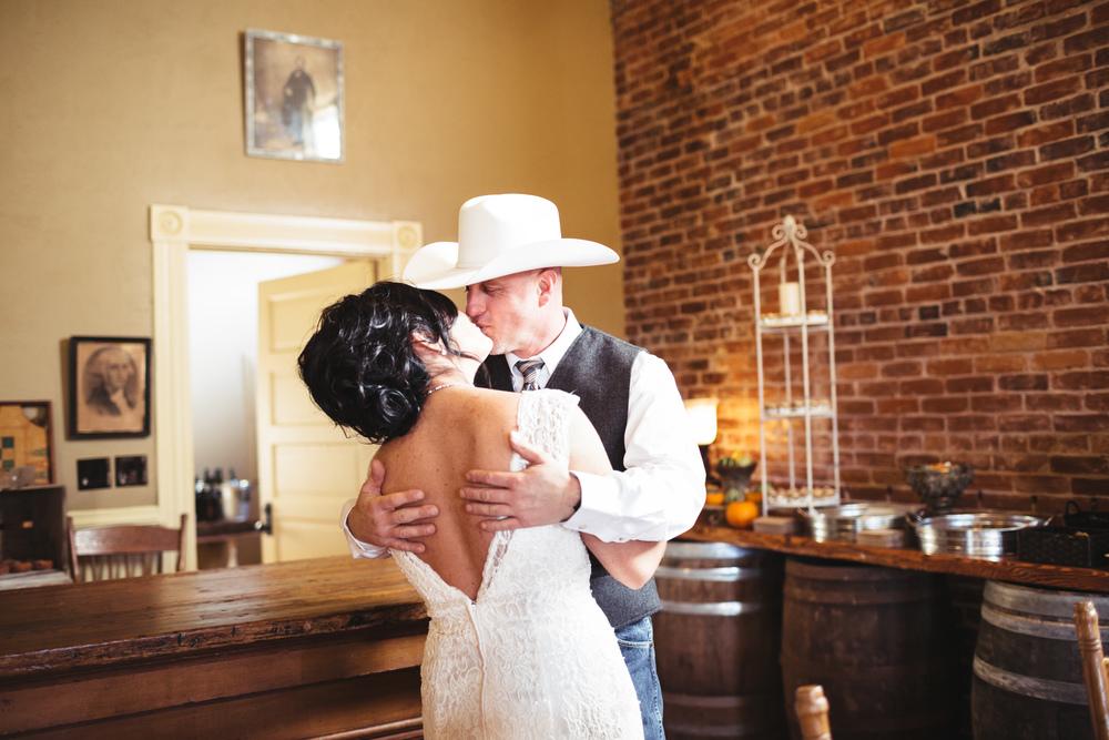 salem-oregon-lodge-fall-wedding-brooklynn-rob-first-look