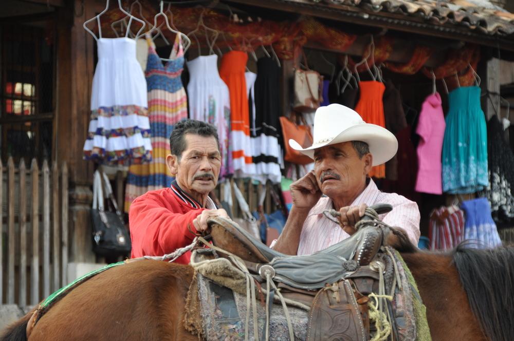 Gauchos y caballos
