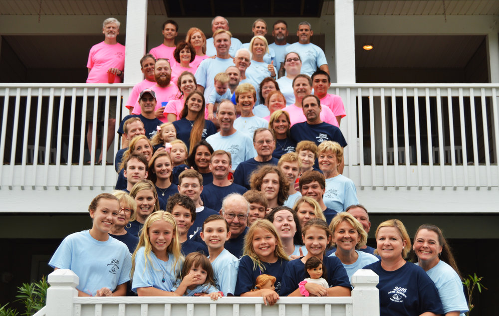 James Family Reunion Group Photo.jpg