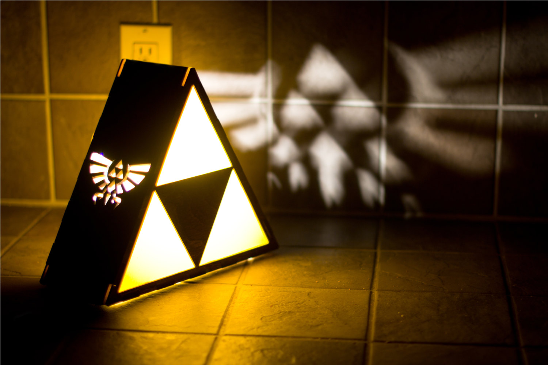 Zelda Triforce Lamp With Hyrule Crest Thebkpk