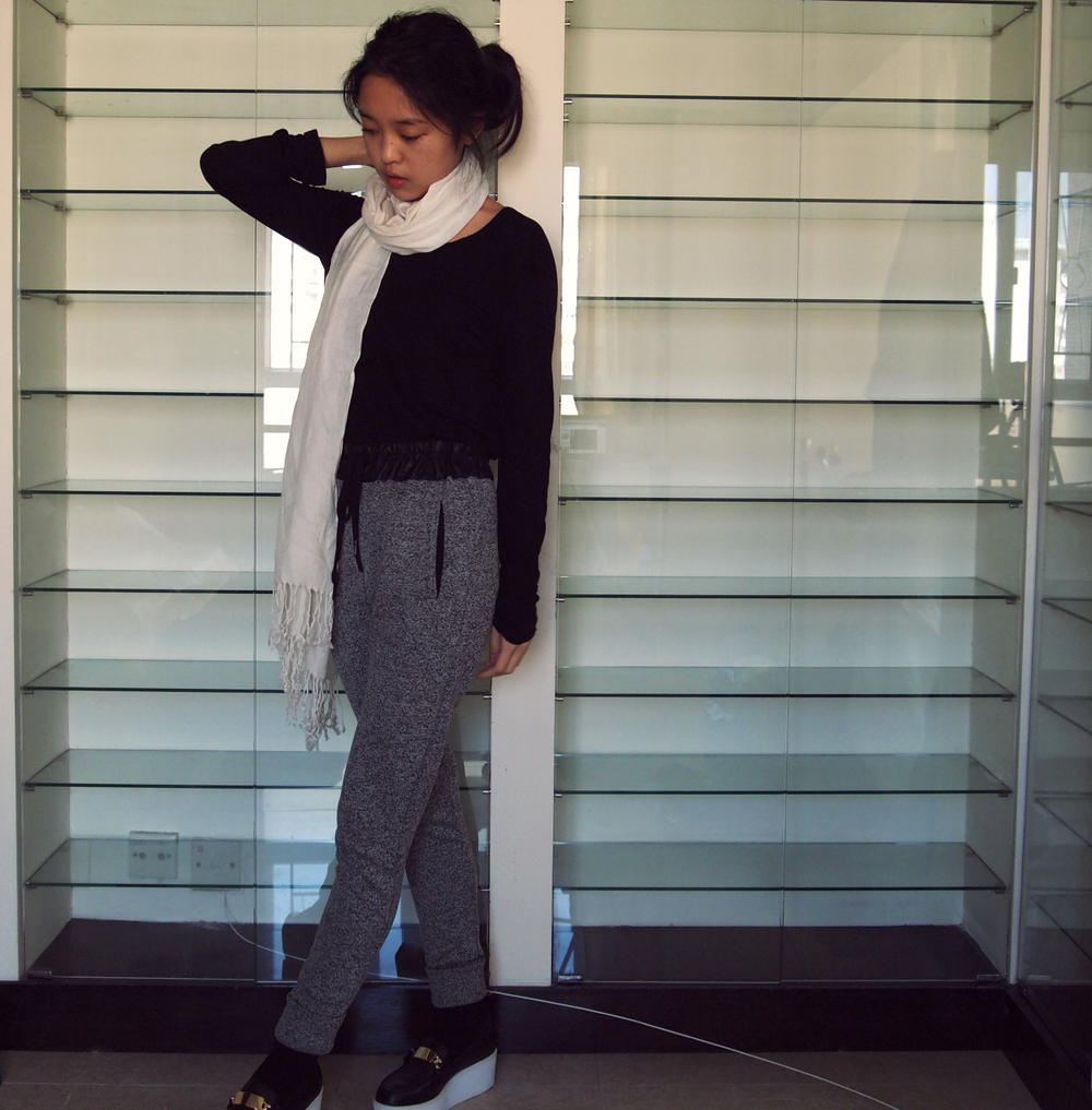 H&M tee, Zara sweatpants, Uniqlo scarf, Steve Madden flatforms