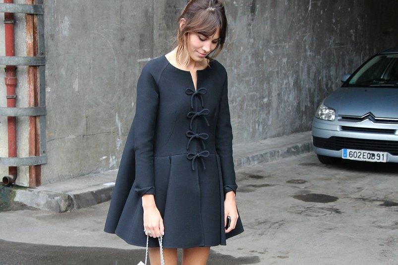 alexa-chung-street-style-black-bow-coat.jpg
