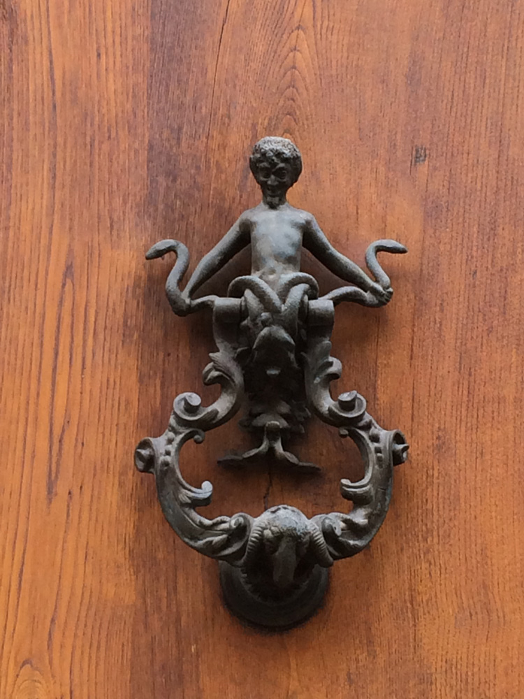 Gorgeous door knocker - these small details are every where in Firenze.