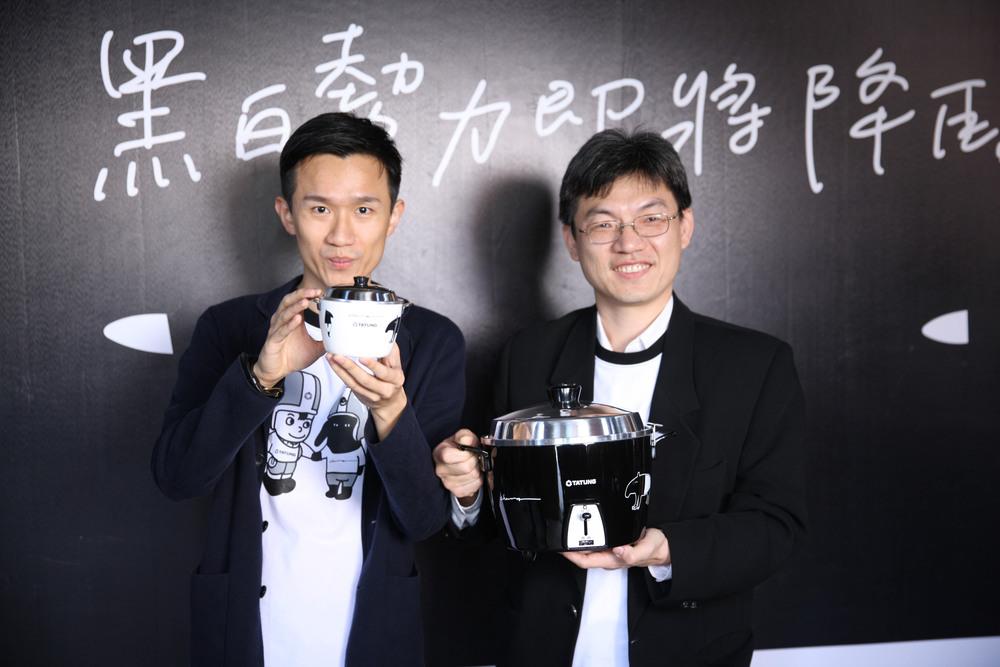 (由左至右)台灣文創插畫家馬來貘與大同綜合訊電總經理張忠棋合影.JPG