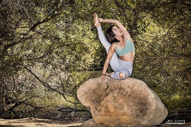 """""""If we have no peace, it is because we have forgotten that we belong to each other."""" -Mother Teresa. Photographed @thichapilates #yoga #yogaeverydamnday #yogapractice #fitness #fitnesslifestyle #healthylifestyle #healthyeating #dance #fitness #bigcameraman"""