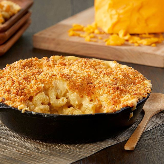 It's comfort food time of year! How about some Mac 'n Cheese baked in a skillet? #brianwetzstein #itmakesmehungry #foodporn #foodphotography #chicagofood #foodgram • • • • • #foodgasm #foodpics #foodlover #foodblogger #foodpic #foodies #foodgram #eeeeeats #foodblog #f52grams #foodshare #yum #nomnom #feedfeed #chicagofood #chicagofoodauthority #foodspotting #foodforfoodies #igfood #chicagofoodie #foodphoto #fooddiary #eaterchicago
