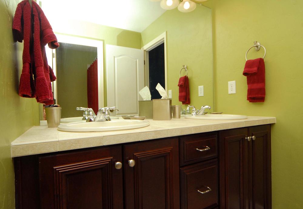 20_Bathroom-1.jpg
