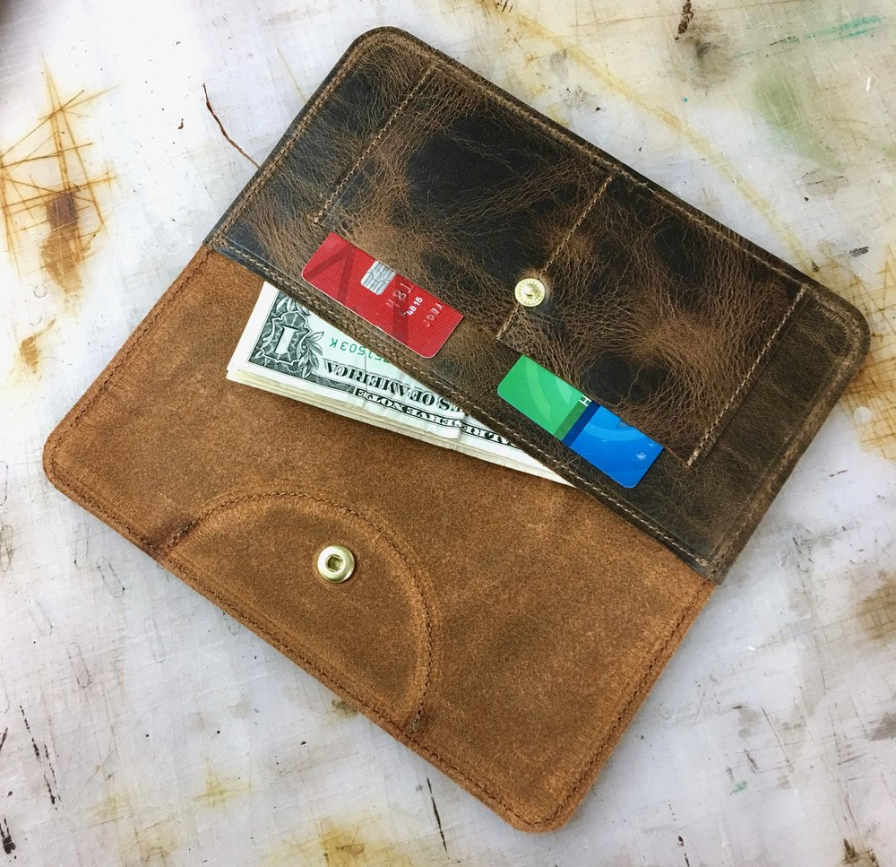 Easy way to stay organized in a non-bulky set up. Until we all have crypto currency brain implants that do our transactions for us, we need fancy animal skin pouches to organize our archaic trade infrastructure.