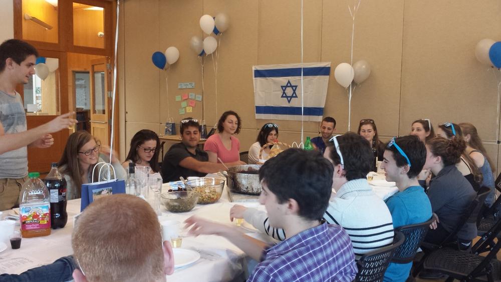 Students enjoying an Israeli dinner in honor of Yom HaAtzmaut