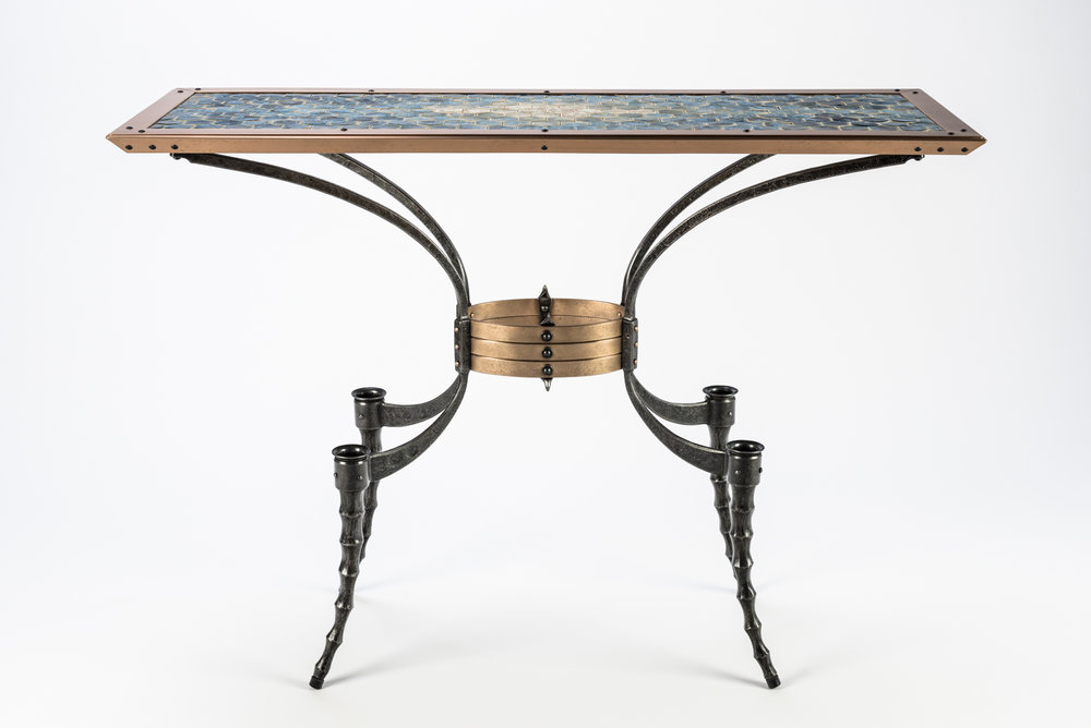 Wasp-waist Table