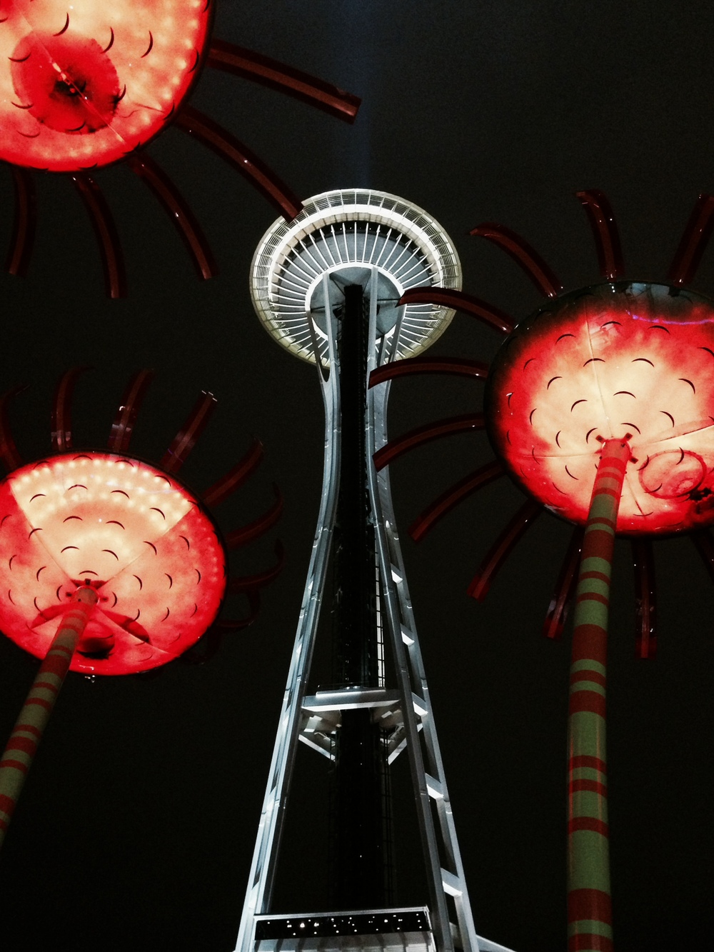 Notice that the Seattle Space Needle is in the center focus and that the left and right side of the image is balanced even though there are different elements on each side.