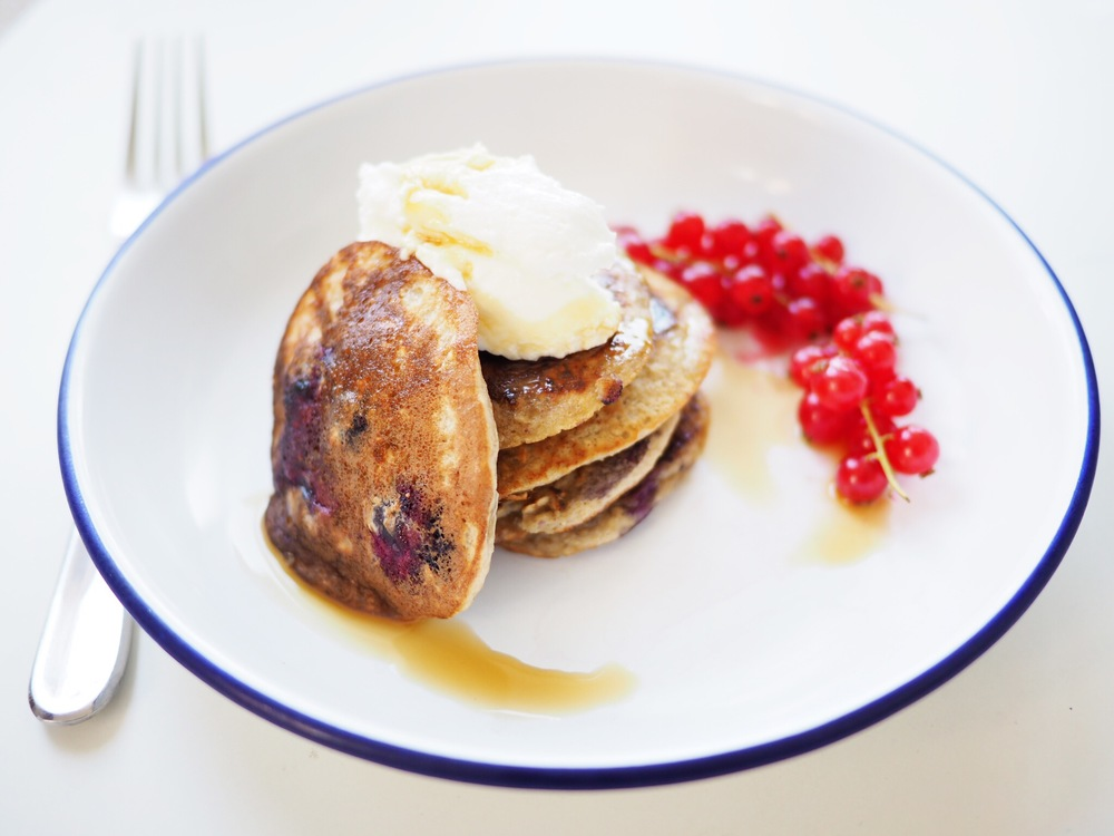 super simple berry pancakes that are actually healthy
