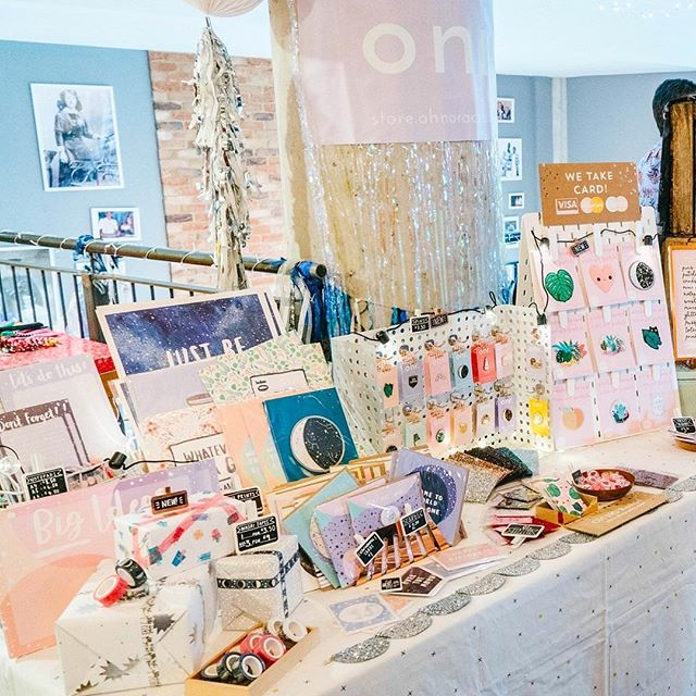 Love this beautiful snap @thomaschapmanphotography took of my stall at Sunday's #etsymadelocaluk market. It's a perfect representation of the chaos that is my display technique! Whilst most people practice their stall layout prior to the event, I just grab a load of props I think might look alright & then wing it on the Day. Every. Single. Time. 😂🙈Catch me popping up for my@last market of the year in a couple of weeks time at @nativemakers in Plymouth!