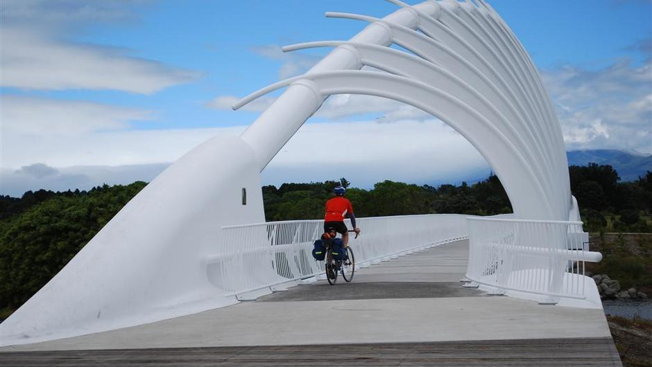 te-rewa-rewa-bridge-new-plymouth-coastal-walkway---the-final-leg.jpg