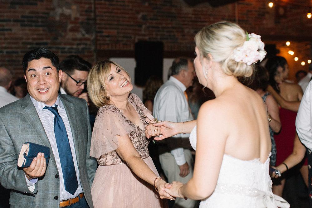 Chicago wedding photographer ohio columbus strongwater evergreen flower co