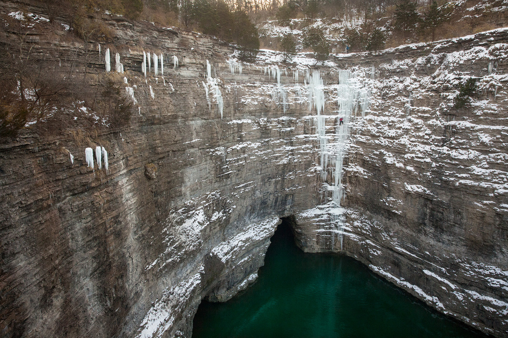 A rare ice formation in central Kentucky gave athletes a taste of climbing over open water.