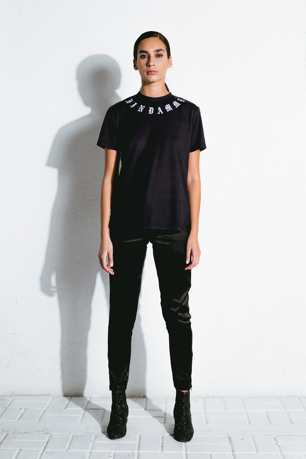 azilal pattern t-shirt & black satin pants