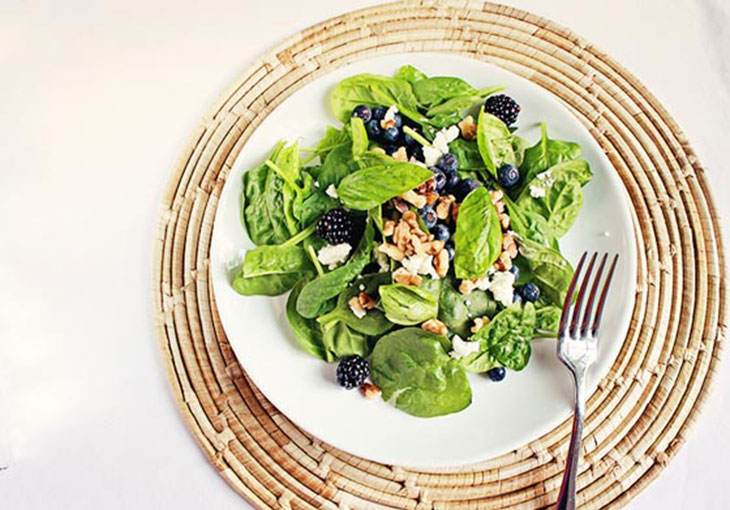 berry basil salad