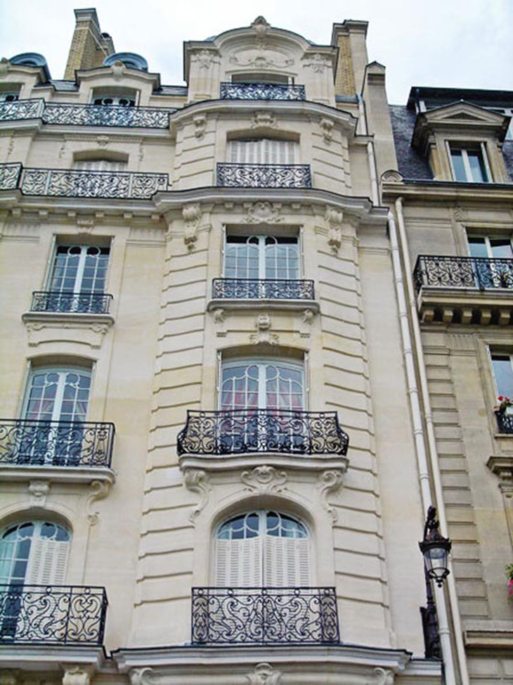 haussmann style architecture on ile st louis