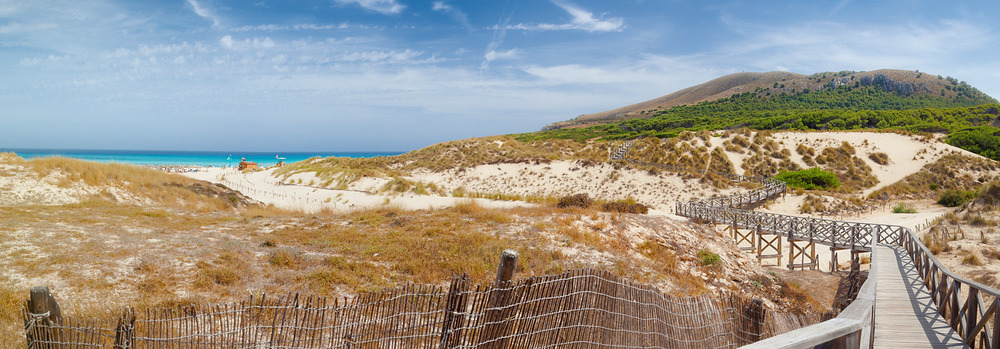 Dünen, Strand und der Weg zum Leuchtturm