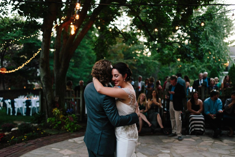 Backyard Kansas City Wedding_AliHapperPhoto.jpg