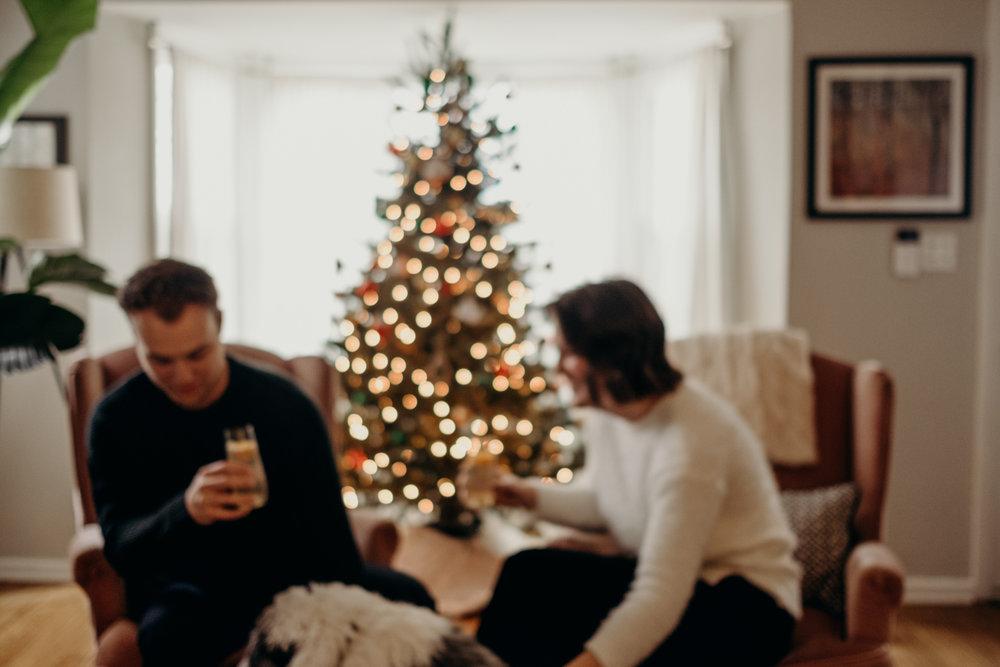 20181202_ChristmasCouplePhotographer_AliHapperPhoto_4.jpg