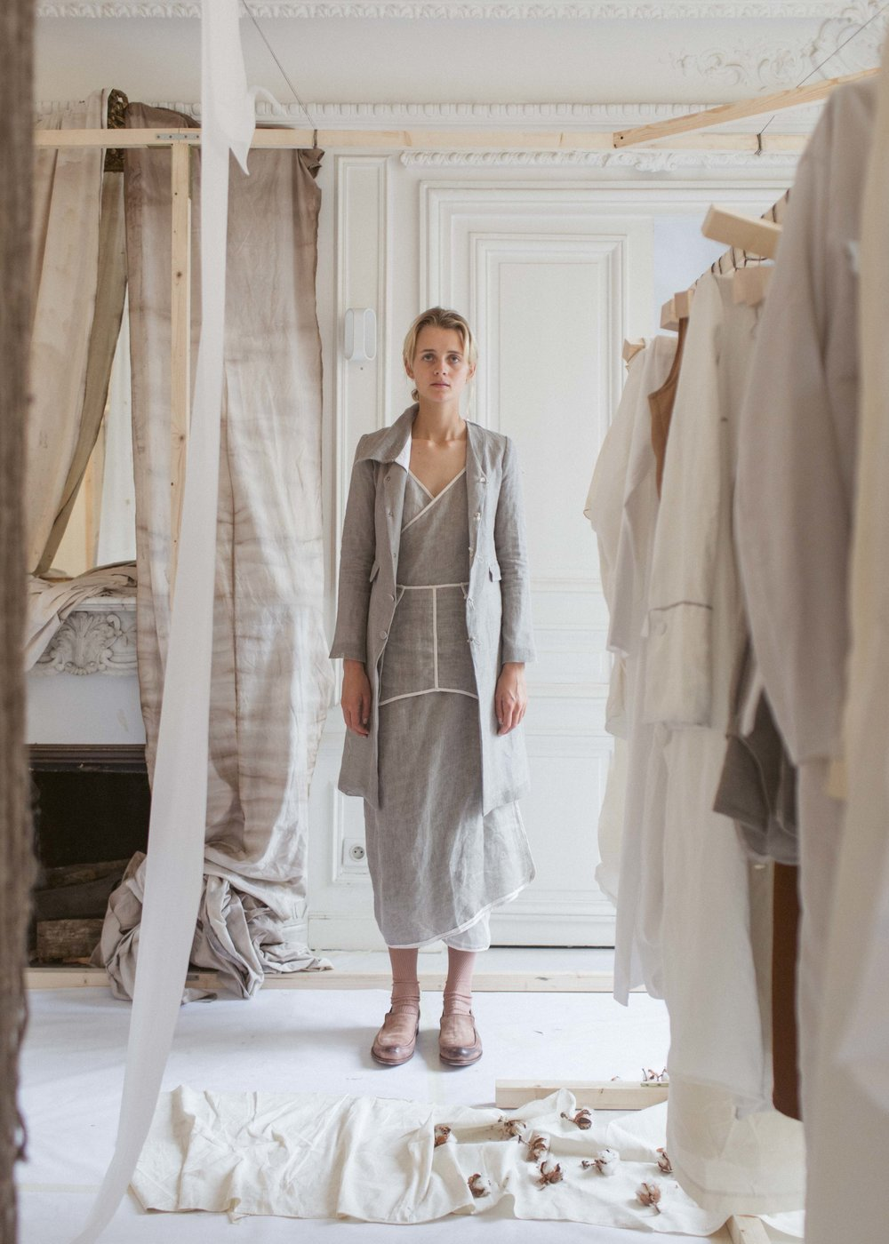 104SS18   COAT WITH REMOVABLE LINING   AND COLLAR  , MEDIUM LINEN MESH, GREY      99SS18    TWO PIECE DRESS, LIGHT LINEN MESH, GREY