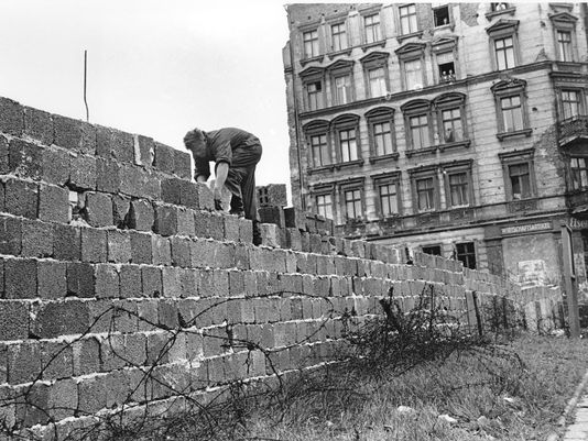 Building the Berlin Wall. September, 1961 (AP images)