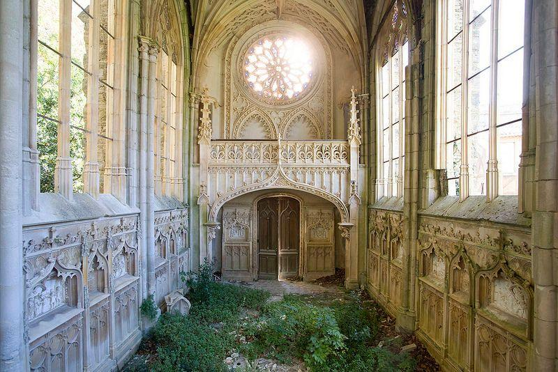 Hauntingly-beautiful-abandoned-chapel-2.jpg