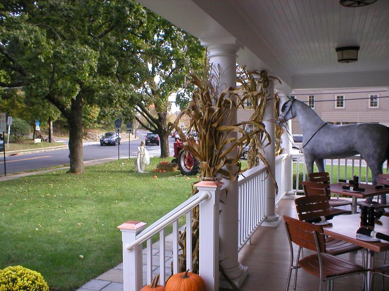 gladstone_harvest_porch_P1010031.jpg