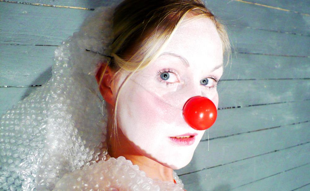 tyttö-pohtii, kuva Kati Keskihannu.jpg