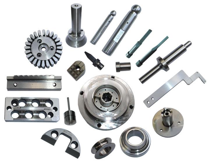 Maskinkomponenter i mange ulike materialer og toleransegrader.