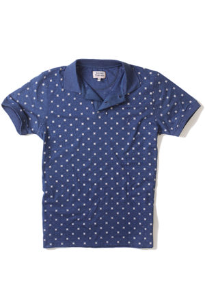 Wear this printed polo t-shirt with an olive chinos on a weekend brunch or at the bar with friends.