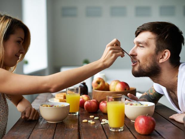 couple-eating-cereal-imediaphotos-istock.jpg