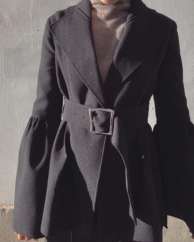 The ultimate #dinnerjacket 🌚! The #RejinaPyoClaireJacket available in our #boutique in #zürich! . . . . . . . #viviangraf #conceptboutique #carefullycurated #designerlabels #fashion #ootd #korean #designer #shopsmallbusiness #shoplocal #zürichshopping #shopzürich