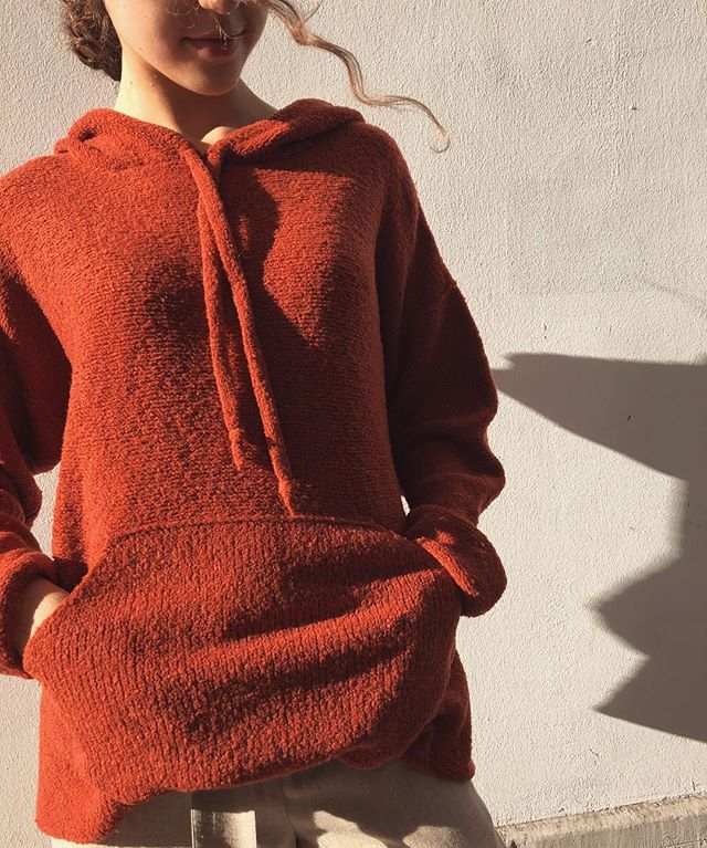 It can hardly get any #cozier than this #knitted #hoodie in 100% super fine #merinowool! Available in our #boutique in #zürich 🦊 . . . . . . . #knits #viviangraf #conceptboutique #carefullycurated #mindfully #selected #designerlabels #knitwear