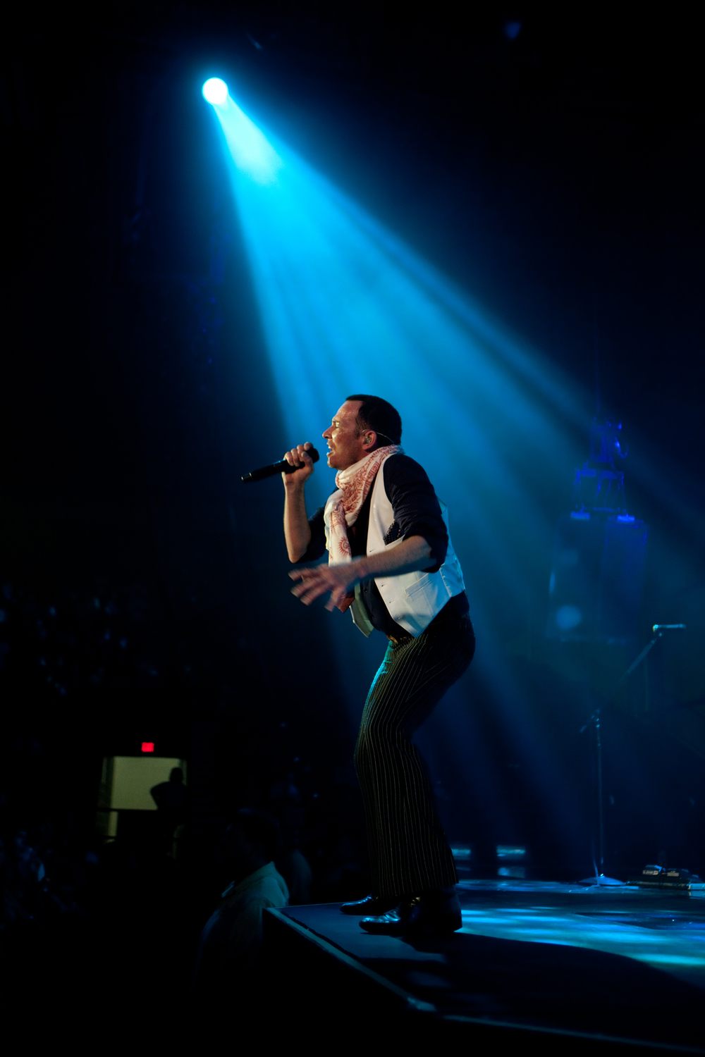 Scott Weiland singing live on stage