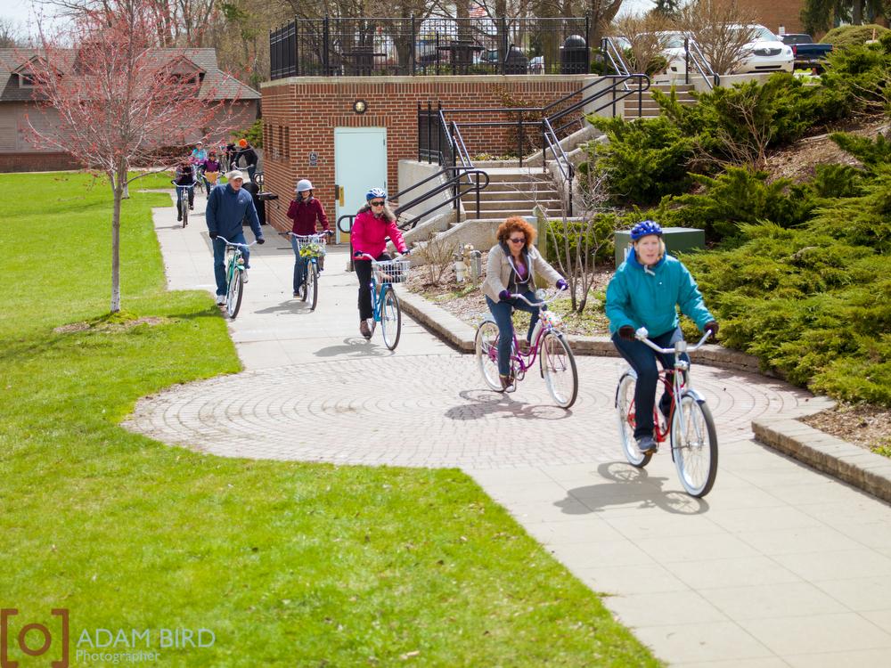"<  img    src  ="" http://static1.squarespace.com/static/51f7d732e4b0eda27e6e8b2f/t/55846a32e4b0f0800ae350d9/1434741358251/Vintage_bike_ride_066.jpg?format=1000w *    width  =""1000""  height  =""750""  alt  =""vintage_bike_ride""  title  =""vintage_bike_ride"" />"