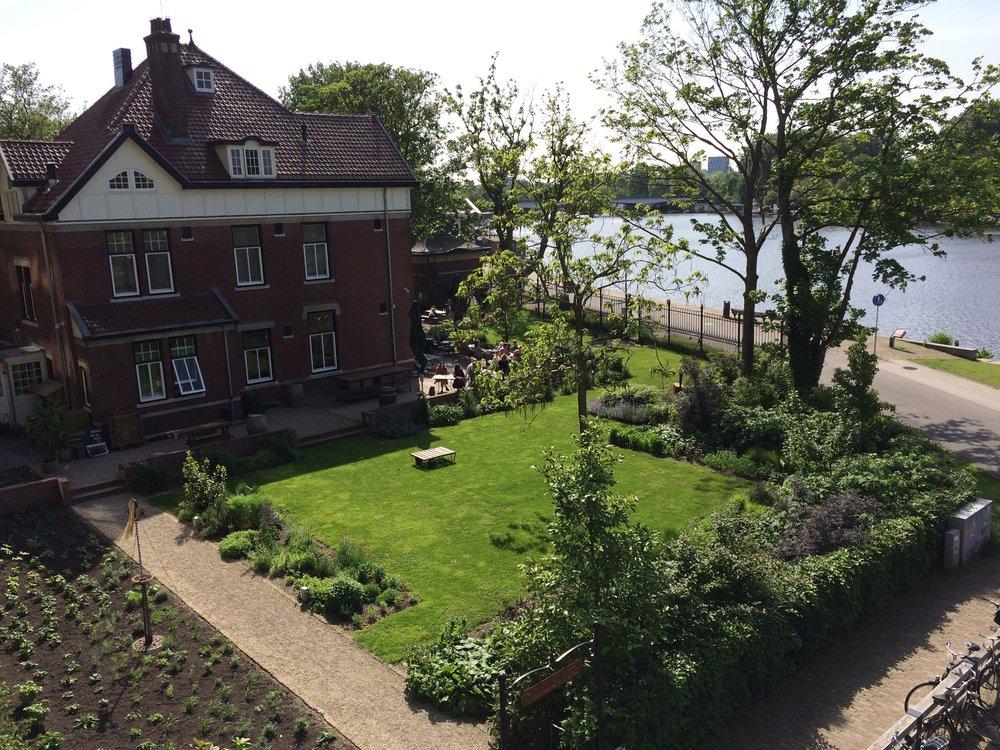 tuin van Buurderij Amstelkwartier.jpg