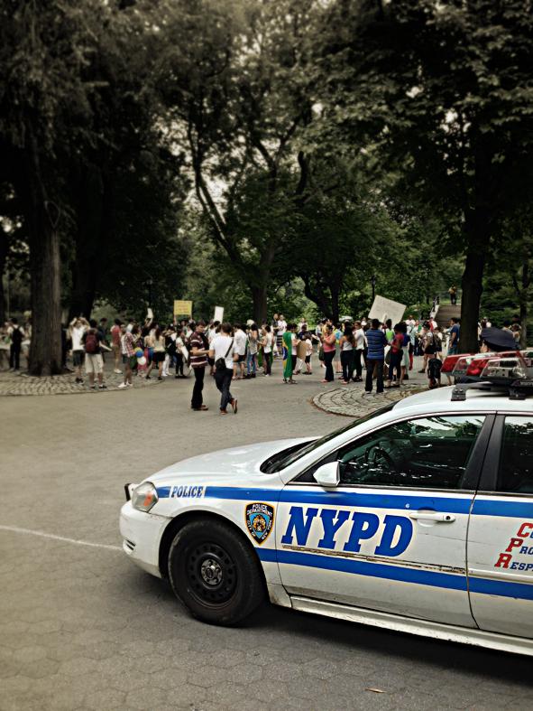 Manifestações inibidas pela força policial no Central Park.