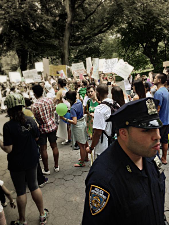 Protesto permitido somente se os manifestantes se juntarem em grupos de no máximo 10 indivíduos.
