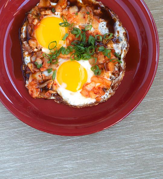 fried-eggs-kimchi