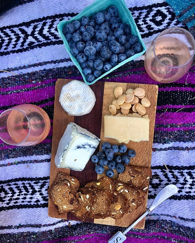 Throwback to warmer days & chesee boards in the park💜✨. . . . #throwbackthursday #tbt #thatcheeseplate #cheese #crackers #vermont #vermontbyvermonters #gourmet #artisan #food #foodie #roseallday #nofilter